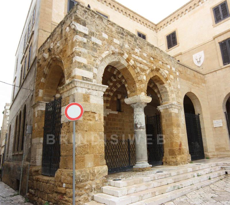 Mito dei templari for Disegni del portico laterale